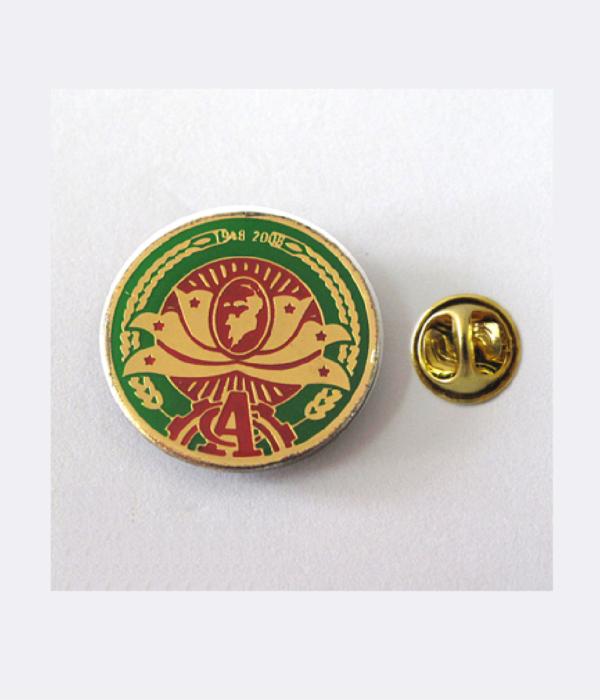 Đồng phục thẻ tên – huy hiệu 18