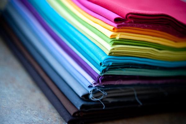Hướng dẫn chọn chất liệu vải may đồng phục spa